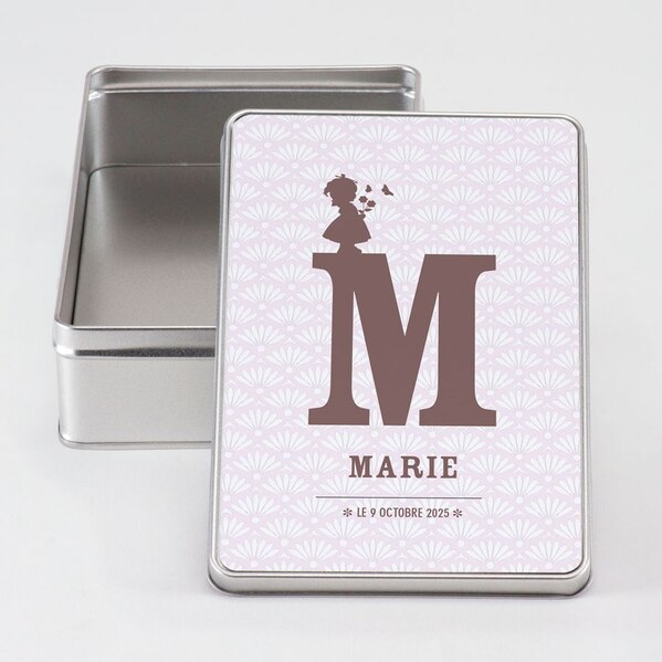 grande-boite-metal-initiale-et-petite-fille-TA05917-1800005-09-1